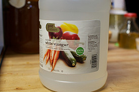 Photo of white vinegar by Marisa|Food in Jars/Hometalk.com.
