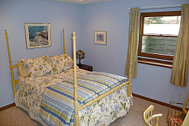 Lovely Basement Bedroom with Sunny Egress Window/missycaulk/flickr
