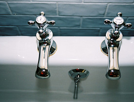New bathroom fixtures are attractive to home buyers, and are a good renovation investment. (Photo: monosodium/morguefile.com)