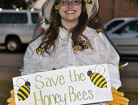 We agree! Save the honey bees! (kimberlykv/sxc.hu)