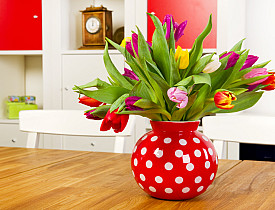 Photo of a beautiful vase of spring tulips by IvonneW/istockphoto.com.