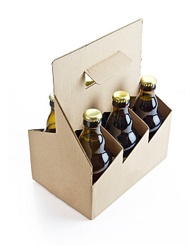 Photo of a six pack of beer by -slav-/istockphoto.com.