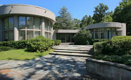 On the market: Whitney Houston's high-end Jersey crib.