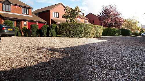 Gravel driveway by Ed Seymour/flickr