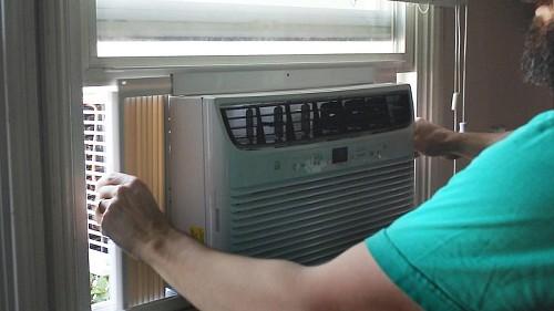 Window air condtioner installation / yourbestdigs