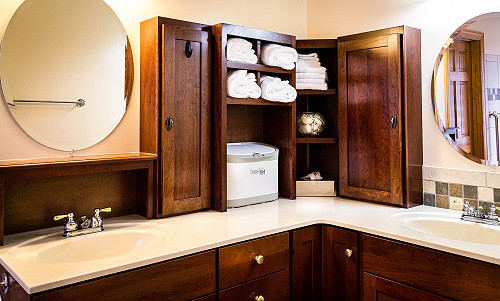 Bathroom storage by James DeMers/pixabay
