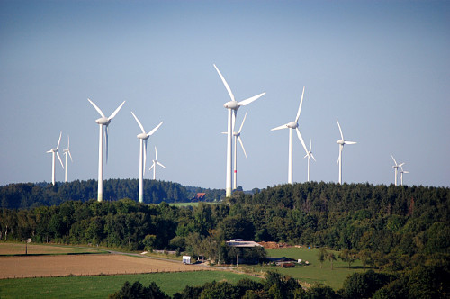 Photo of a wind farm by tomac1/istockphoto.com.