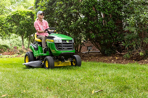Lawn tractor JD100 series/courtesy of John Deere
