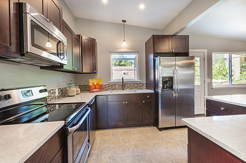 Quartz countertops in kitchen remodel by AddiGibson/pixabay