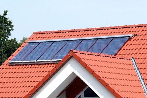 Solar thermal tile roof  Solar Trade Association / flickr