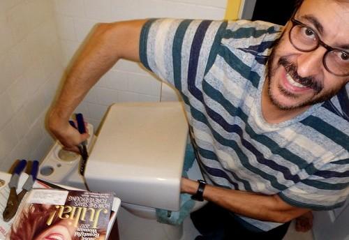 Toilet repair  Osseous / flickr