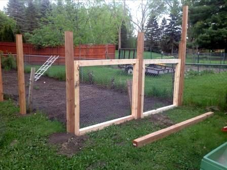 Fence installation  Nate Davis / flickr