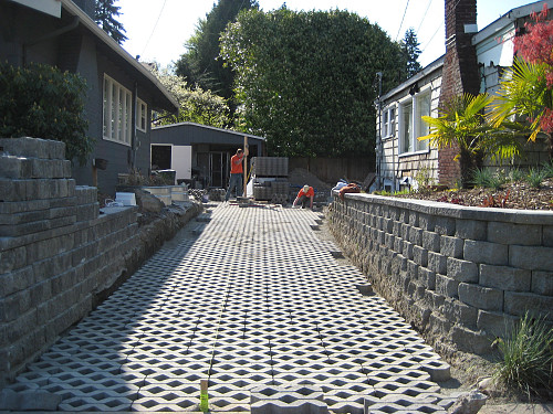 Permeable paver driveway by Jeremy Reding/flickr