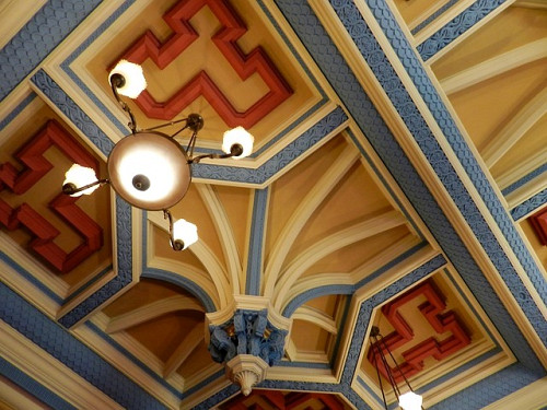Ornate coffered ceiling by abarth76/pixabay