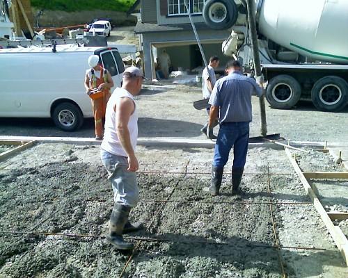 Concrete driveway installation by Jug Jones/flickr