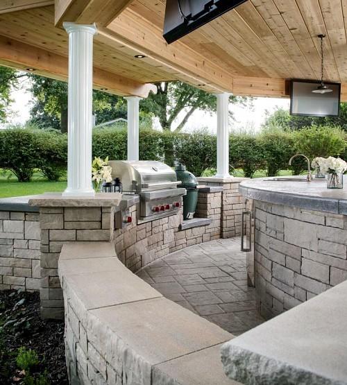 Outdoor kitchen island/courtesy of Belgard