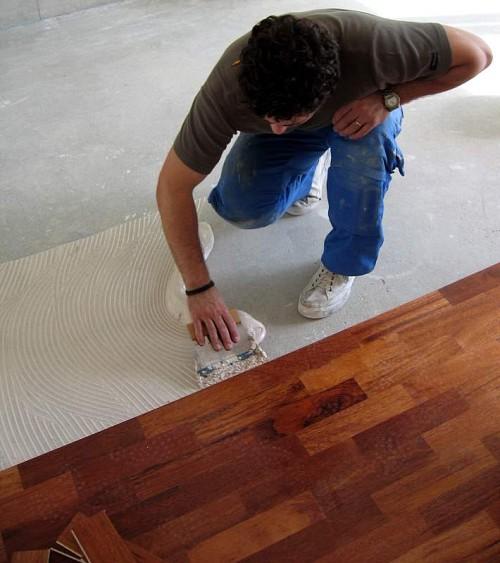 Flooring installation by Carlos/Wikimedia Creative Commons