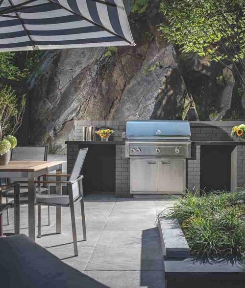 Outdoor kitchen/courtesy of Belgard