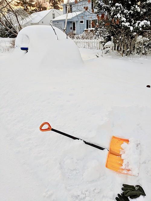 Snow shovel by Carl Mueller/flickr