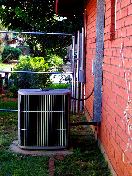A/C outdoor unit by Cohdra/Morguefile