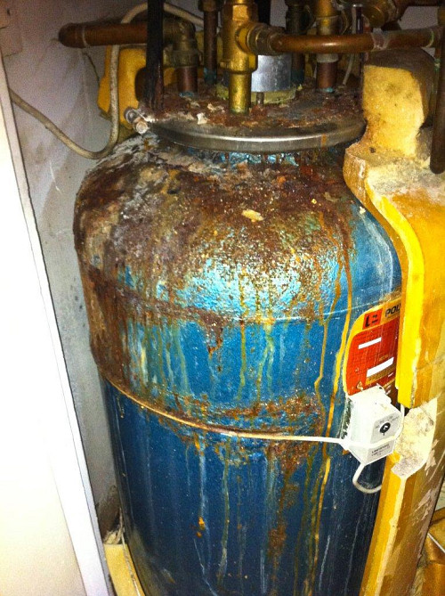 Water heater needs replacement / secretlondon123 / flickr