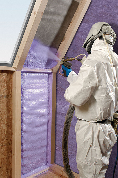 Spray foam insulation Cdpweb161(CC BY-SA 3.0  or GFD)/Wikimedia Commons