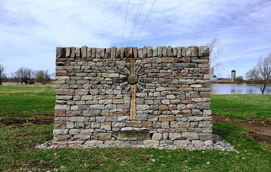 Decorative stone wall/courtesy John Bland Stonecraft