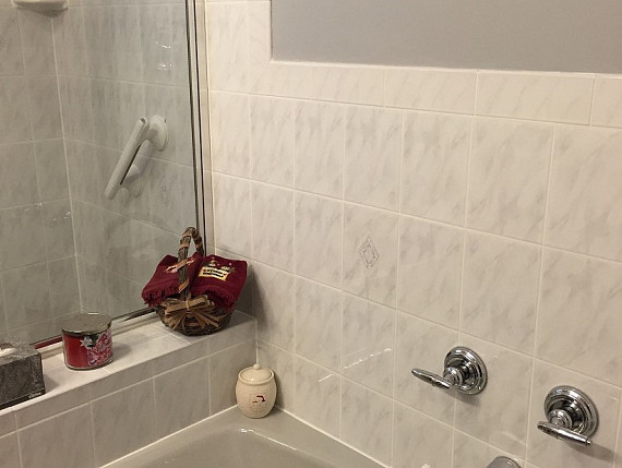 Bathtub edge