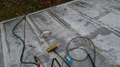 在屋顶上修复了