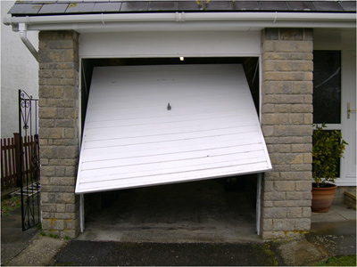 Swift garage door repairs networx for Garage door repair grosse pointe mi